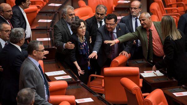 Meclis'te Afrin tartışması: HDP'li 2 vekil yaralandı - Sputnik Türkiye