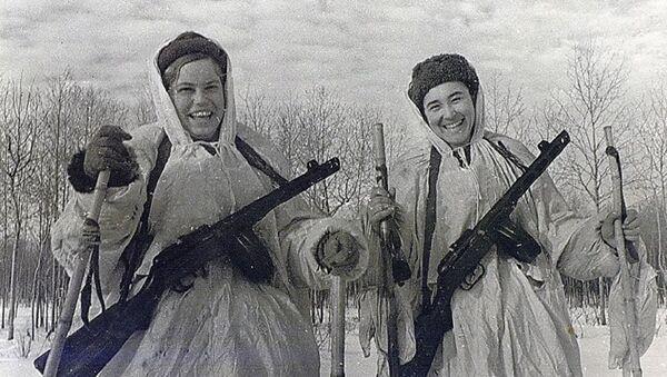 Paratroopers, order bearers Galina Metlyaeva and Evgenia Leonova - Sputnik Türkiye