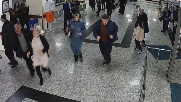 Yere düşen 'holter' takılı hastayı canlı bomba sandılar - Sputnik Türkiye