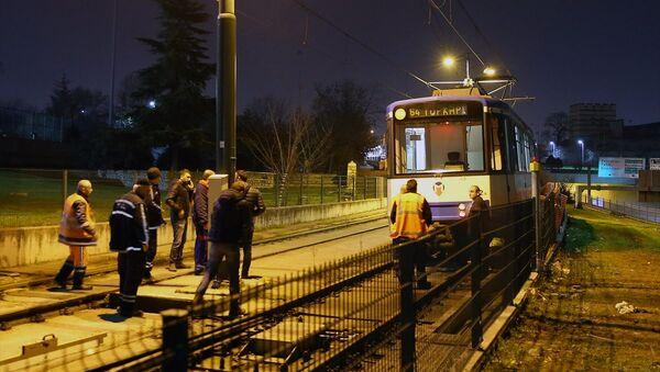 İstanbul'da tramvay raydan çıktı - Sputnik Türkiye