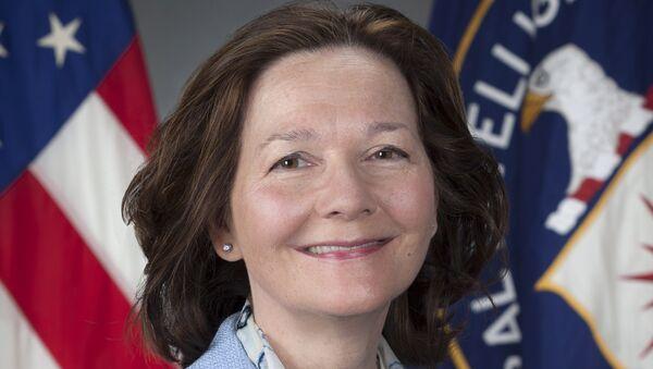 CIA'nın kara deliklerinde esirlere inanılmaz işkenceler yapıp kayıtlarını yok etmesiyle tanınan Gina Haspel, CIA Direktörülüğüne getirilen ilk kadın oldu. - Sputnik Türkiye