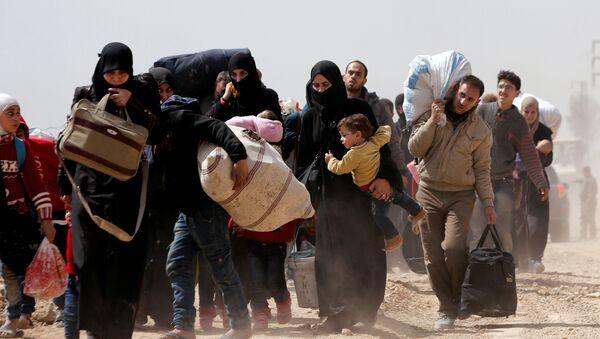 Hammuriye'den tahliye edilen Suriyeliler - Sputnik Türkiye