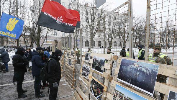 Rusya'nın Kiev'deki Konsolosluğu önünde protesto - Sputnik Türkiye