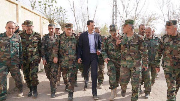 Suriye Devlet Başkanı Beşar Esad Doğu Guta'da Suriyeli askerlerle buluştu - Sputnik Türkiye