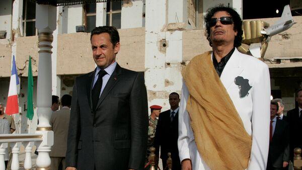 Nicolas Sarkozy- Muammer Kaddafi - Sputnik Türkiye