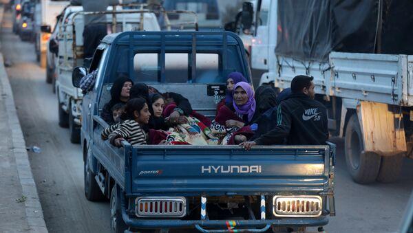 Afrin'den göç etmek zorunda kalan siviller - Sputnik Türkiye