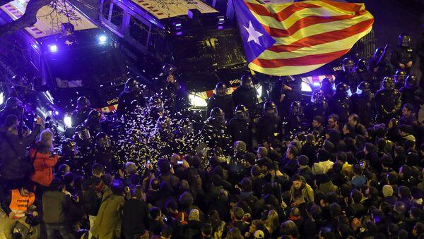 İspanya Katalonya Barselona protesto çatışma - Sputnik Türkiye