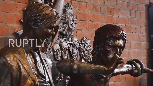 Dünyanın ilk David Bowie heykeli 'Earthly Messenger' (VIDEO) - Sputnik Türkiye