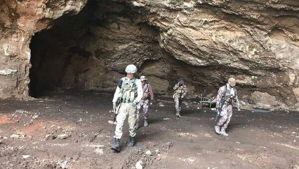 Afrin'de arama tarama faaliyetleri - Sputnik Türkiye