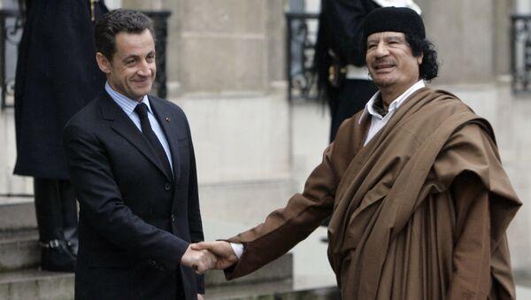 Eski Fransa Cumhurbaşkanı Nicolas Sarkozy ve Eski Libya lideri Muammer Kaddafi - Sputnik Türkiye
