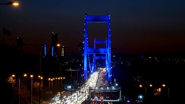 İstanbul, Otizm Farkındalık Günü için maviye büründü - Sputnik Türkiye
