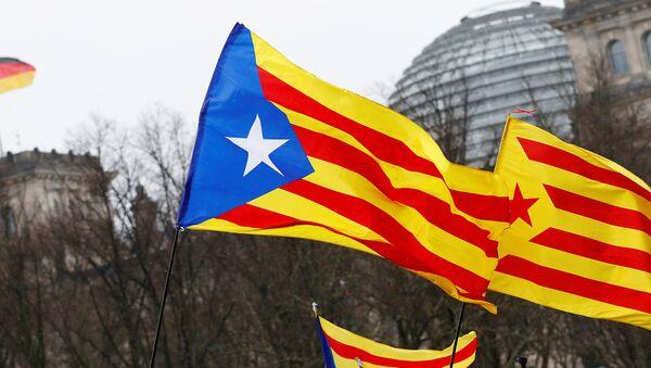Berlin'de Alman meclisi önünde Puigdemont'un bırakılması için Katalan gösterisi - Sputnik Türkiye
