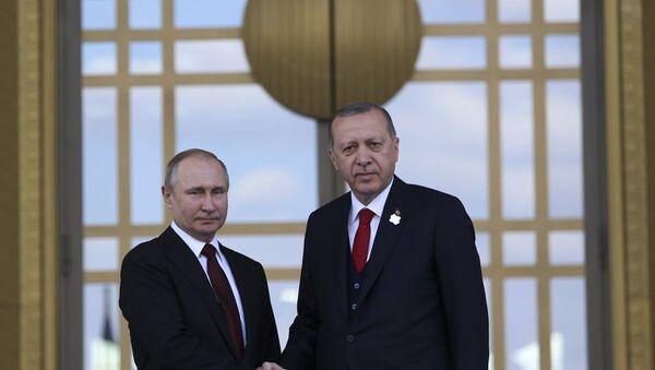 Cumhurbaşkanı Recep Tayyip Erdoğan, Cumhurbaşkanlığı Külliyesi'nde Rusya Devlet Başkanı Vladimir Putin'i resmi törenle karşıladı. - Sputnik Türkiye