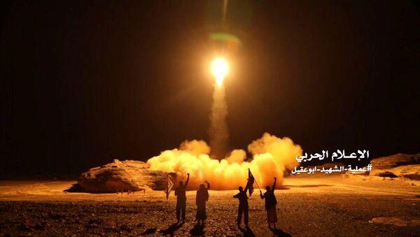 Yemen, Husi kuvvetleri Suudi Arabistan'a yönelik füze saldırısı görüntüleri yayımladı, 25 Mart 2018 - Sputnik Türkiye