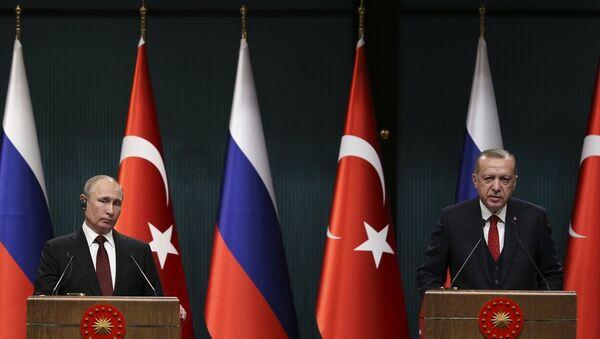 Rusya Devlet Başkanı Putin ve Türkiye Cumhurbaşkanı Erdoğan basın toplantısında - Sputnik Türkiye