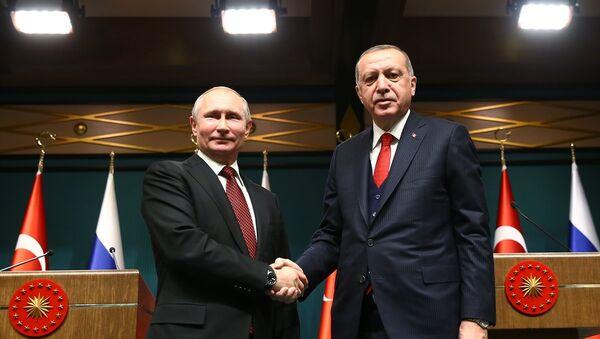Cumhurbaşkanı Recep Tayyip Erdoğan, Cumhurbaşkanlığı Külliyesi'nde Rusya Devlet Başkanı Vladimir Putin ile baş başa ve heyetler arası görüşme geçekleştirdi - Sputnik Türkiye