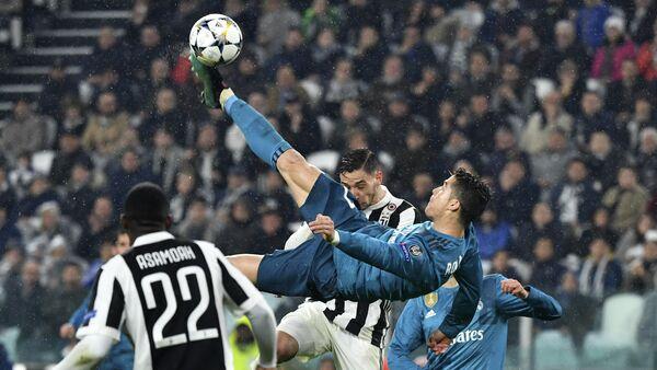 UEFA Şampiyonlar Ligi çeyrek finallerinde Real Madrid'in Juventus'u deplasmanda 3-0 yendiği maça 2 gol 1 asistle damgasını vuran Cristiano Ronaldo'nun ikinci golde rövaşata atarken en az 2.27 metre zıpladığı belirlendi.  - Sputnik Türkiye