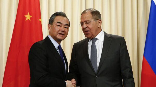 Rusya Dışişleri Bakanı Sergey Lavrov- Çinli mevkidaşı Wang Yi  - Sputnik Türkiye