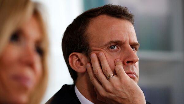 Emmanuel Macron Brigitte Macron otizm kampanyası Rouen Hastanesi - Sputnik Türkiye