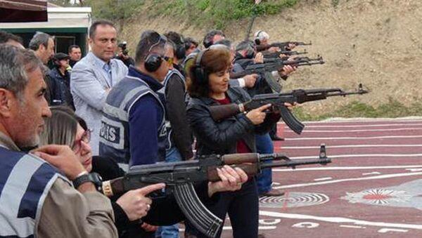 Muhtarlara silah talimi - Sputnik Türkiye