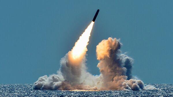 Silahsız Trident II D5 füzesi denemesi, USS Nebraska balistik füze denizaltısından, Kaliforniya açıkları, 26 Mart 2018 - Sputnik Türkiye