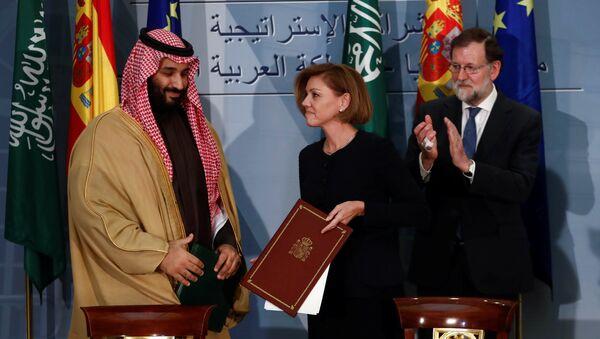 Suudi Arabistan Velihat Prensi Muhammed Bin Selman ile İspanya Savunma Bakanı Maria Dolores Cospedal ve Başbakan Mariano Rajoy - Sputnik Türkiye