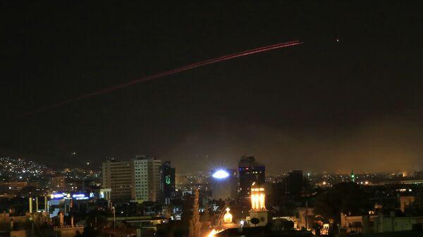 Şam'a yönelik fırlatılan füzelerin çoğu, Suriye hava savunma sistemleri tarafından püskürtüldü. - Sputnik Türkiye