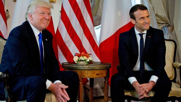 US President Donald Trump (L) meets French President Emmanuel Macron before a working lunch ahead of a NATO Summit in Brussels, Belgium, May 25, 2017. - Sputnik Türkiye