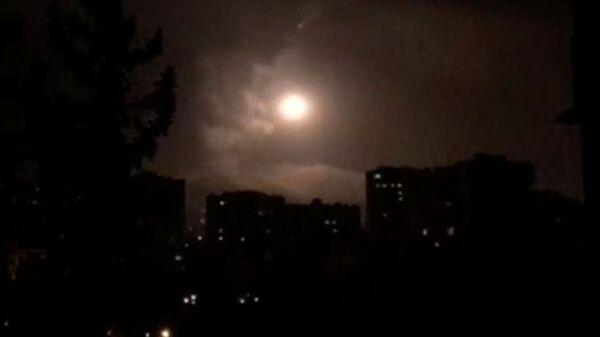 Suriye hava savunma sistemi, Humus üzerinde füzeleri etkisiz hale getirdi - Sputnik Türkiye