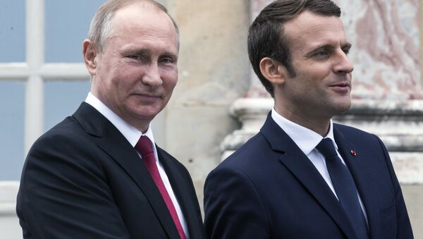 Rusya Devlet Başkanı Vladimir Putin-Fransa Cumhurbaşkanı Emmanuel Macron - Sputnik Türkiye