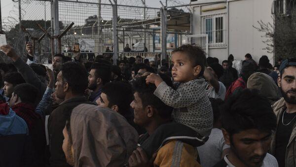 Midilli'deki Moria gözaltı merkezinde eylem yapan sığınmacılar  - Sputnik Türkiye