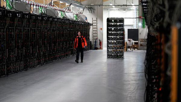 İzlanda'nın Keflavik kentrindeki 'Genesis Mining' adlı kripto para birimi madenciliği şirketi - Sputnik Türkiye