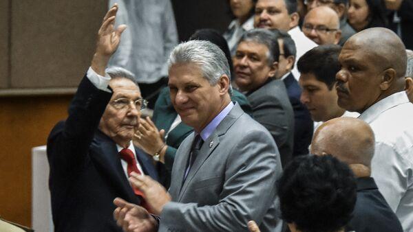 Küba Ulusal Meclisi, devlet başkanlığını bırakan Raul Castro'nun yerine tek aday gösterdiği yardımcısı Miguel Diaz-Canel'i seçti. - Sputnik Türkiye