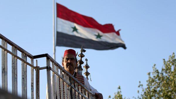 Şam'daki bir köpü üzerinde geleneksel içecek satıcısı - Sputnik Türkiye