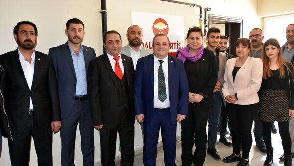 Üç parti yüzbin imza ile Vecdet Öz'ü aday gösterecek - Sputnik Türkiye