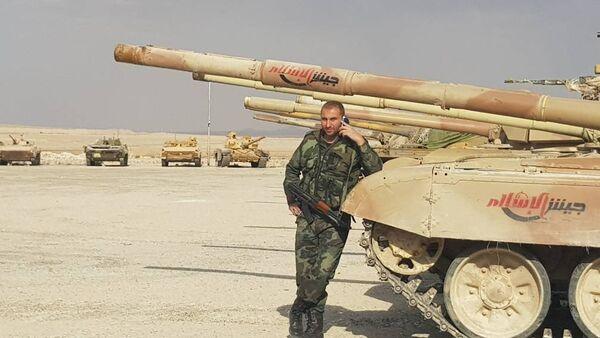 Doğu Kalamun'daki militanlar elindeki silahları Suriye ordusuna teslim etti - Sputnik Türkiye