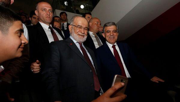 Saadet Partisi Genel Başkanı Temel Karamollaoğlu ile 11. Cumhurbaşkanı Abdullah Gül - Sputnik Türkiye