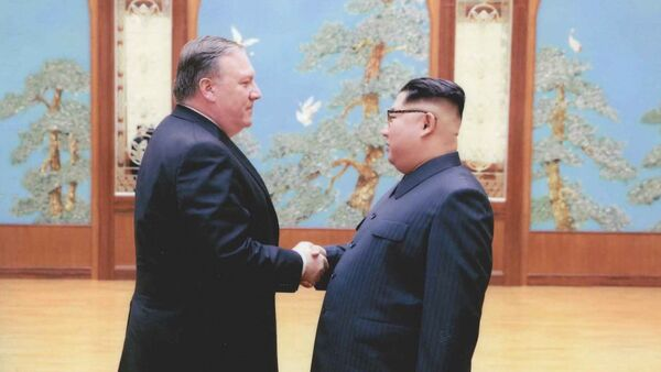 ABD'nin yeni Dışişleri Bakanı Mike Pompeo ve Kuzey Kore lideri Kim Jong-un - Sputnik Türkiye