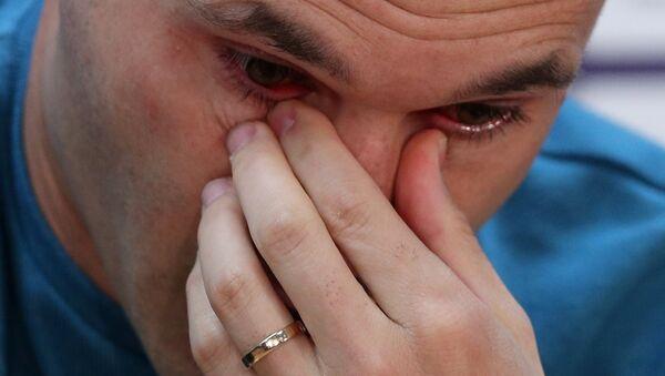 Iniesta, sezon sonunda Barcelona'dan ayrılacağını açıklarken gözyaşlarını tutamadı. - Sputnik Türkiye