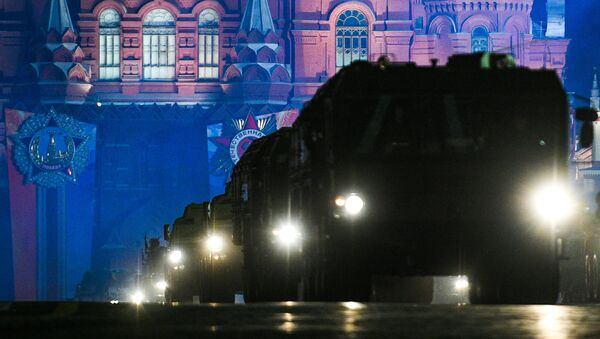 Kızıl Meydan'daki Zafer Geçidi'nin gece provası - Sputnik Türkiye