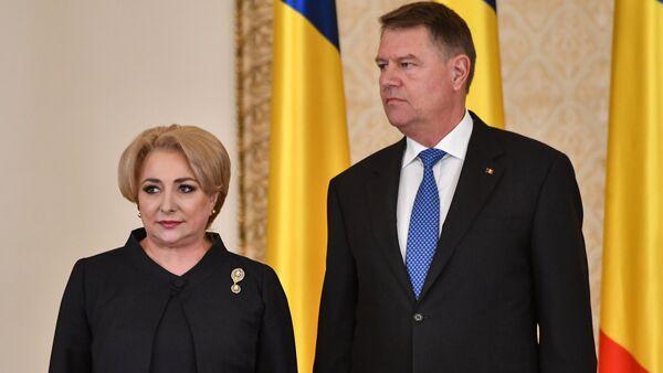 Romanya'da Başbakan Viorica Dancila ile Cumhurbaşkanı Klaus Iohannis (sağda) - Sputnik Türkiye