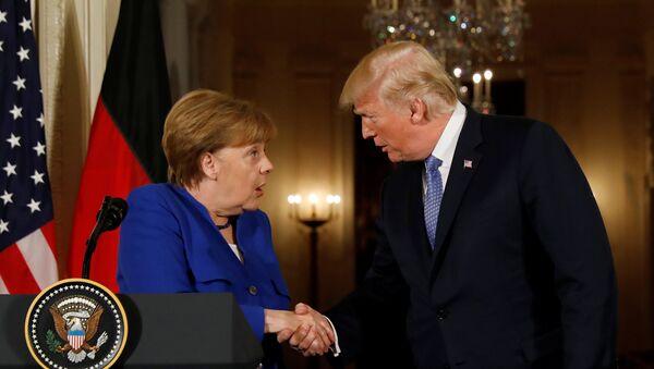 Almanya Başbakanı Angela Merkel ile ABD Başkanı Donald Trump - Sputnik Türkiye