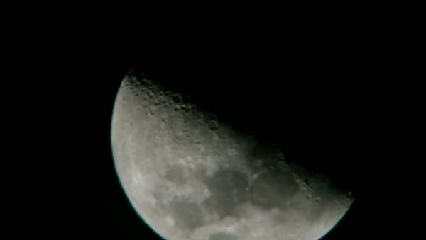 Ay yakınından geçen cisimler tartışma yarattı - Sputnik Türkiye