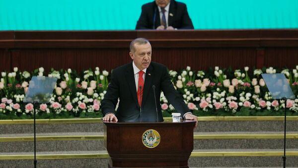 Cumhurbaşkanı Recep Tayyip Erdoğan, Özbekistan Parlamentosu'na hitaben konuşma yaptı. - Sputnik Türkiye