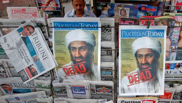 3 Mayıs 2011'de Kaide lideri Usame bin Ladin'in öldürüldüğü haberi Pakistan gazetelerinin manşetlerinde - Sputnik Türkiye