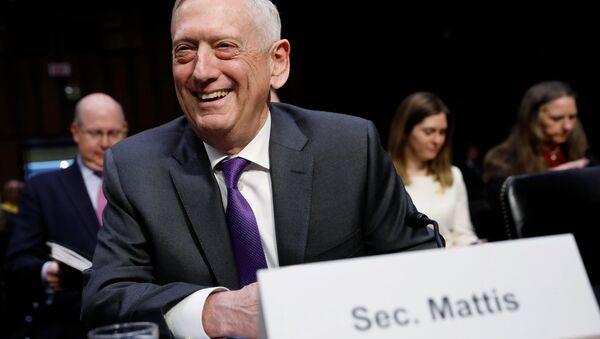 ABD Senatosu Silahlı Hizmetler Komisyonu'nda konuşan Savunma Bakanı James Mattis, 26 Nisan 2018 - Sputnik Türkiye