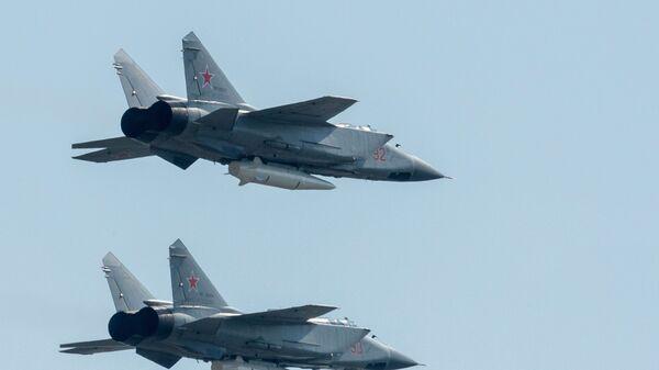 Kinjal füze sistemleriyle donatılan MiG-31 avcı uçakları - Sputnik Türkiye