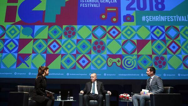 Cumhurbaşkanı Recep Tayyip Erdoğan, Yenikapı Avrasya Gösteri Merkezi'nde İstanbul Gençlik Festivaline katıldı. - Sputnik Türkiye