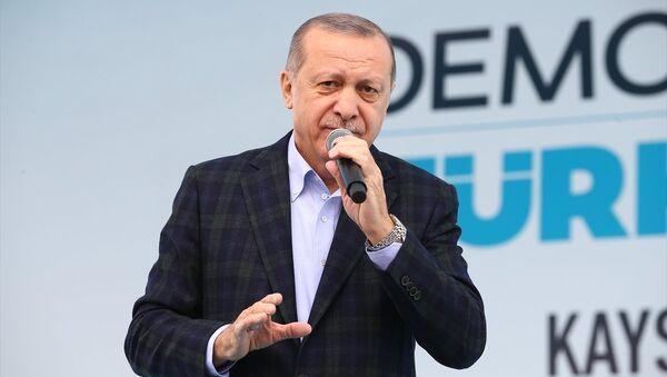 Cumhurbaşkanı ve AK Parti Genel Başkanı Recep Tayyip Erdoğan - Sputnik Türkiye