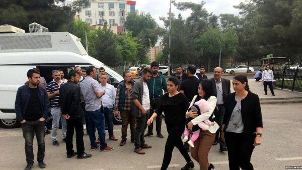 20 Nisan'da 6 aylık kızıyla Diyarbakır E Tipi Cezaevi'ne giren öğretmen Ayşe Çelik - Sputnik Türkiye